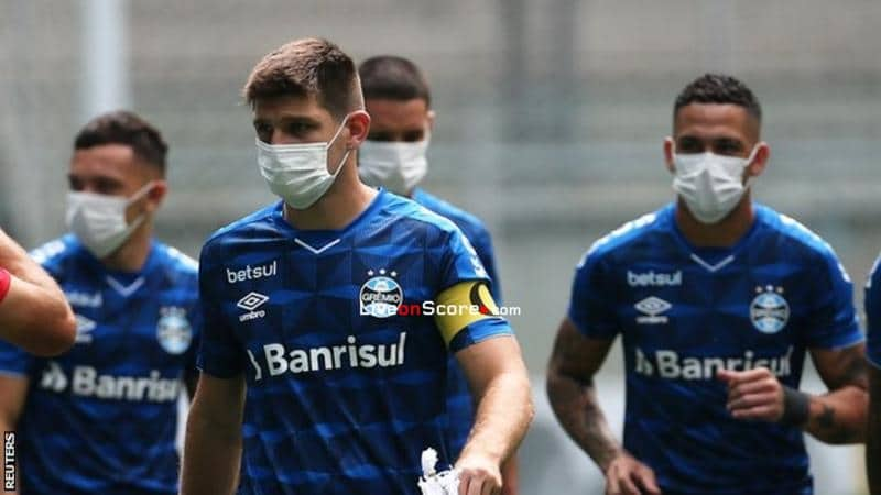 Coronavirus: Gremio players wear masks in on-field protest before Sao Luiz game