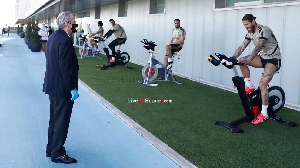 Florentino Perez visits the Real Madrid squad