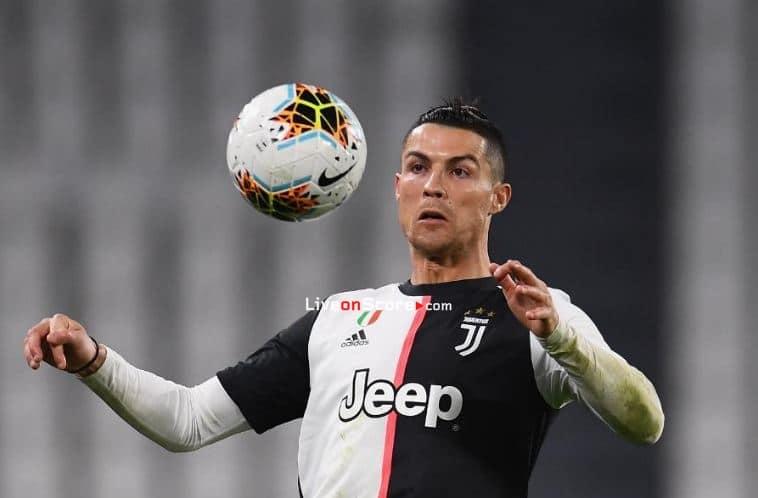 Ronaldo finally boards for Turin