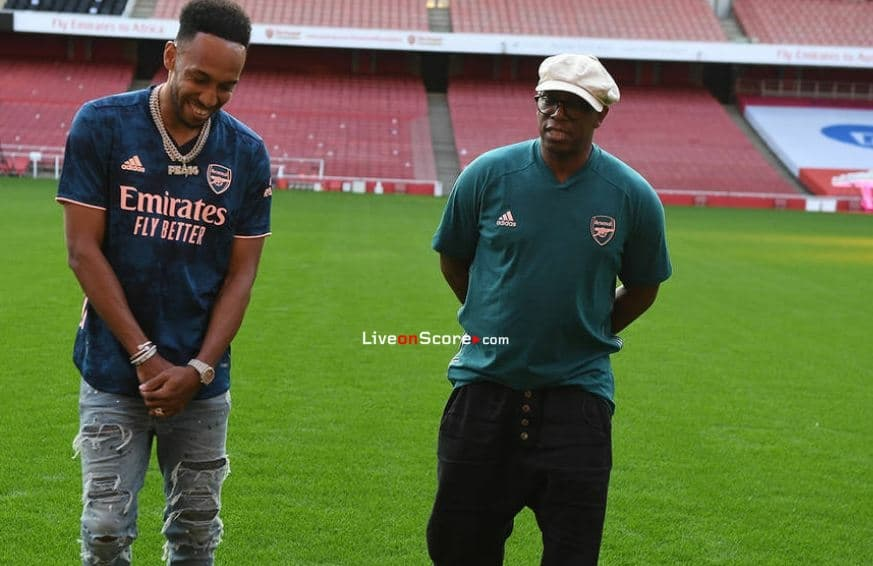 Auba announces his new deal at the Emirates!